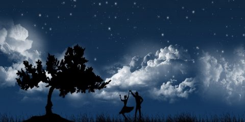 couple_dancing_under_moon_light